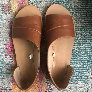 Asymmetrical slide sandal